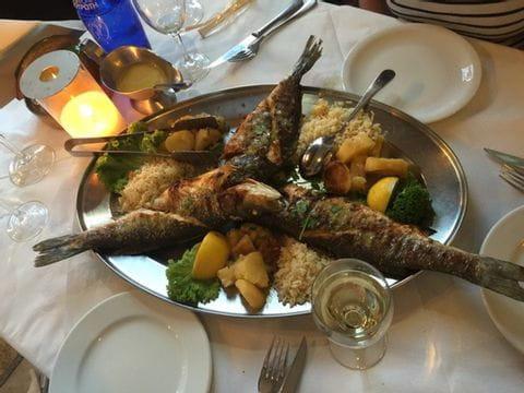 Fischgericht auf Santorin