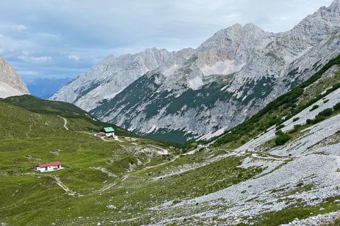 Hüttenlandschaft am Tirolerweg