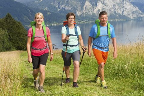 Hikers with a view of the Traunsee