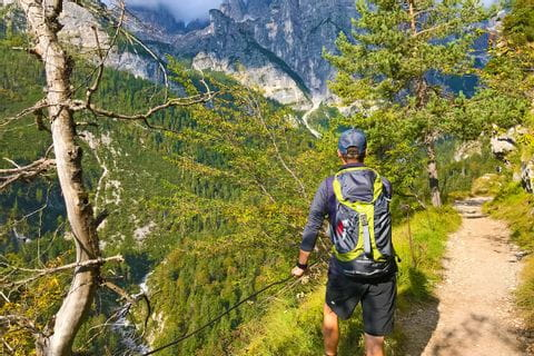 Wanderer in der Bergwelt Südtirols