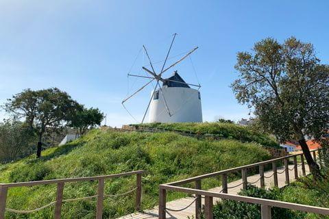 Windmühle beim Wandern im Hinterland des Historischen Weges