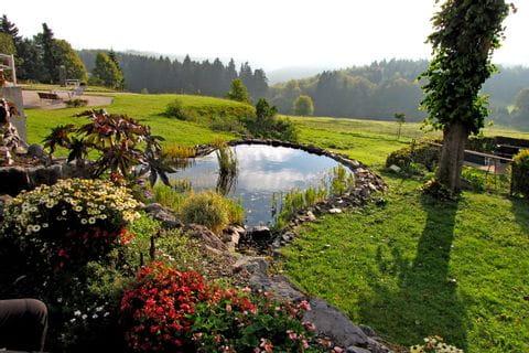 Bezaubernder Garten mit Teich am Rennsteig