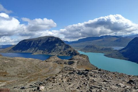 Spectacular route to the mountain lakes and great mountain scenery in Jotunheimen National Park