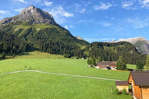 Green meadows and mountain scenery at Lech-Path