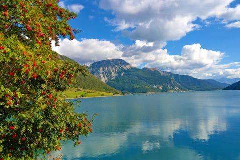 Am Ufer des Reschensees