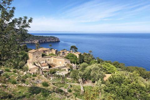 Malerische Finca beim Wandern entlang Mallorcas Küste
