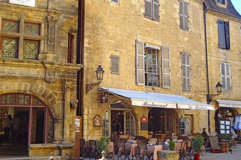 Traditional french restaurants on the hiking tour in Sarlat