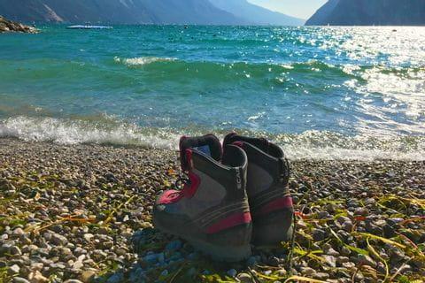 Wanderschuhe am Gardasee