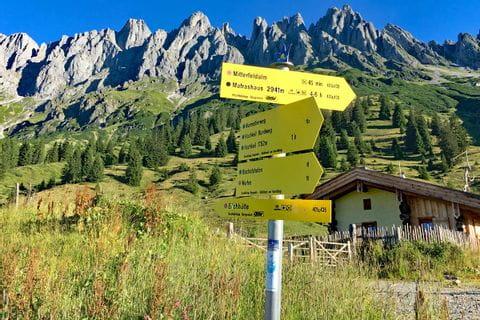 Hiking sign Mandelwande