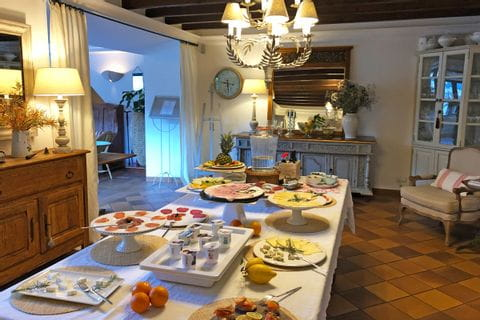 eurohike-walking-tours-mallorca-finca-can-quatre-soller-breakfast