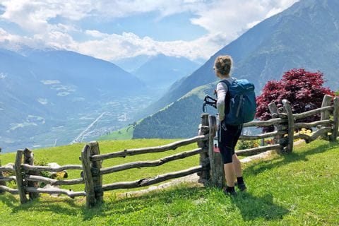 Hiker marvels at the Vinschagu mountains