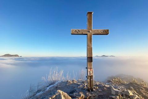 Julias Kraftplatz am Gipfel des Sparber