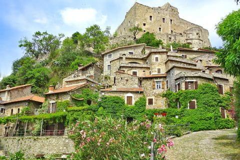 Hiking experience in Castelvecchio di Rocca Barbena
