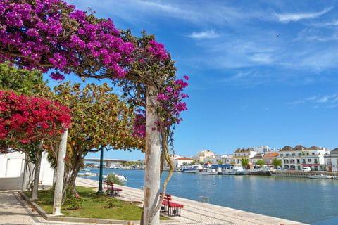 Panoramablick in der Küstenstadt Tavira
