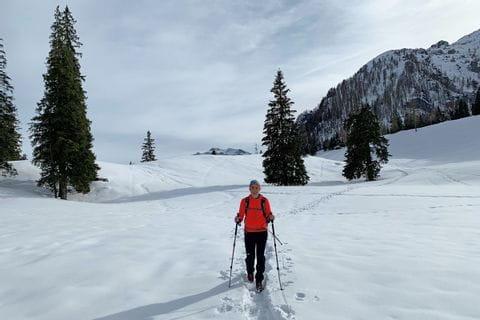 Wanderer im Winter am Salzalpensteig