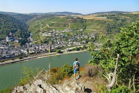 Wanderer mit Rheinblick