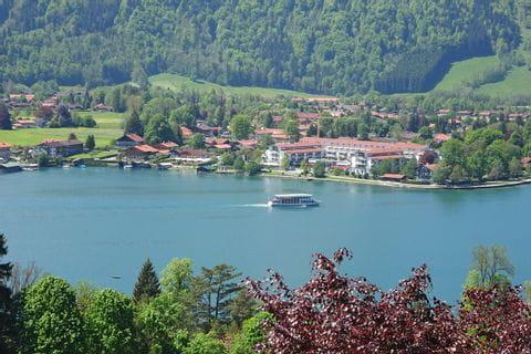 kurze Schifffahrt am Tegernsee in Richtung Bad Wiessee