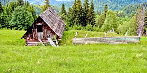 Holzhütte auf einem Berg in Rumänien