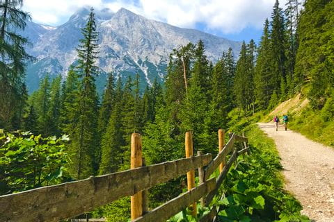 Beautiful route guidance along the Ganghofer Weg in the Gaistal valley