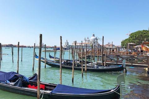 Gondeln bei der Wanderreise von Gardasee nach Venedig