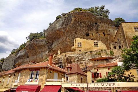 Impressive caves in Les Eyzies