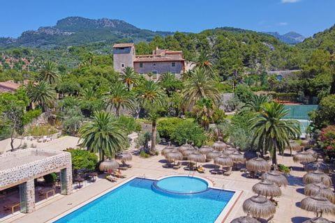 Traumhafte Pools im Hotel Es Port
